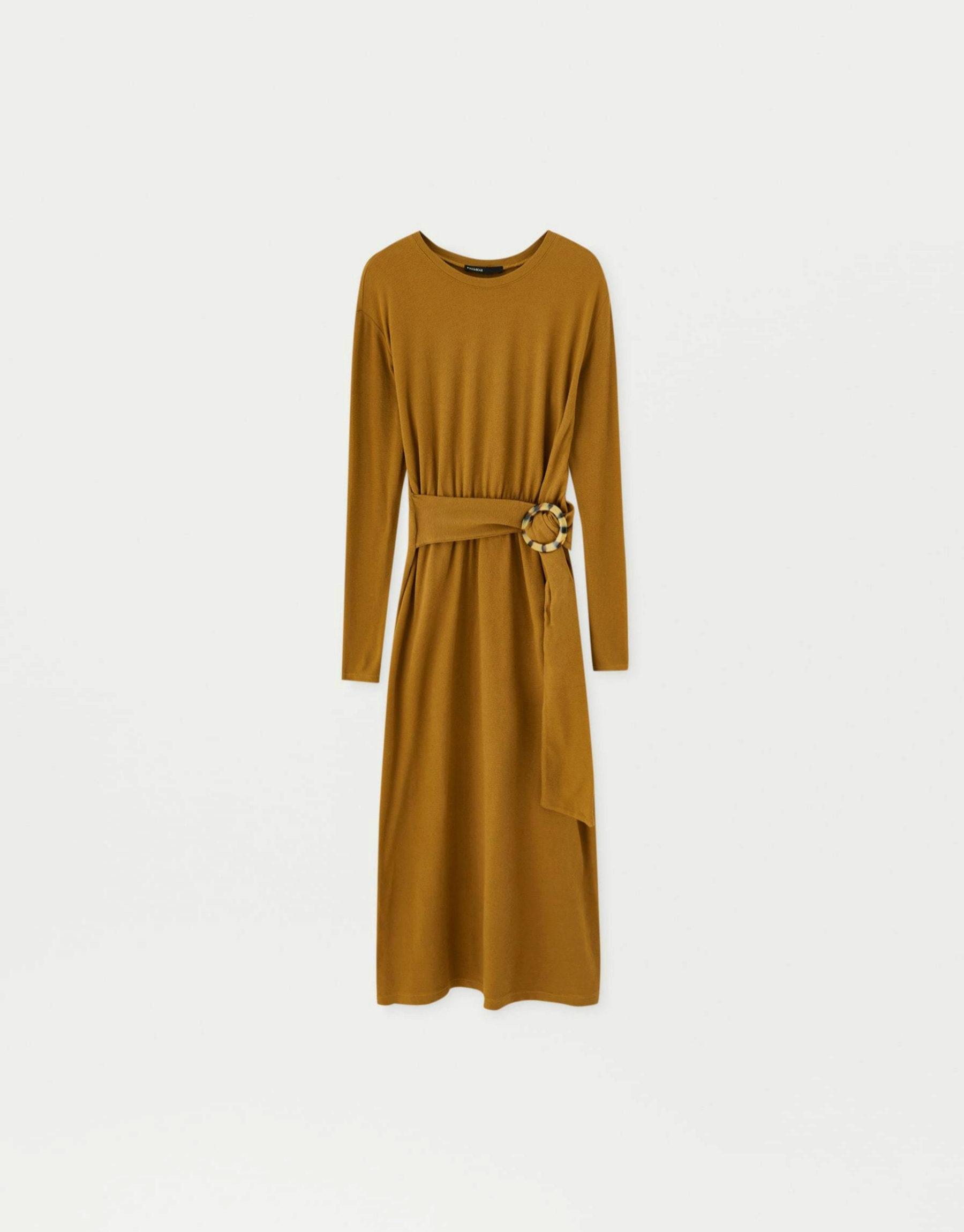 Vestido de algodón en tonos tierra de Pull & Bear