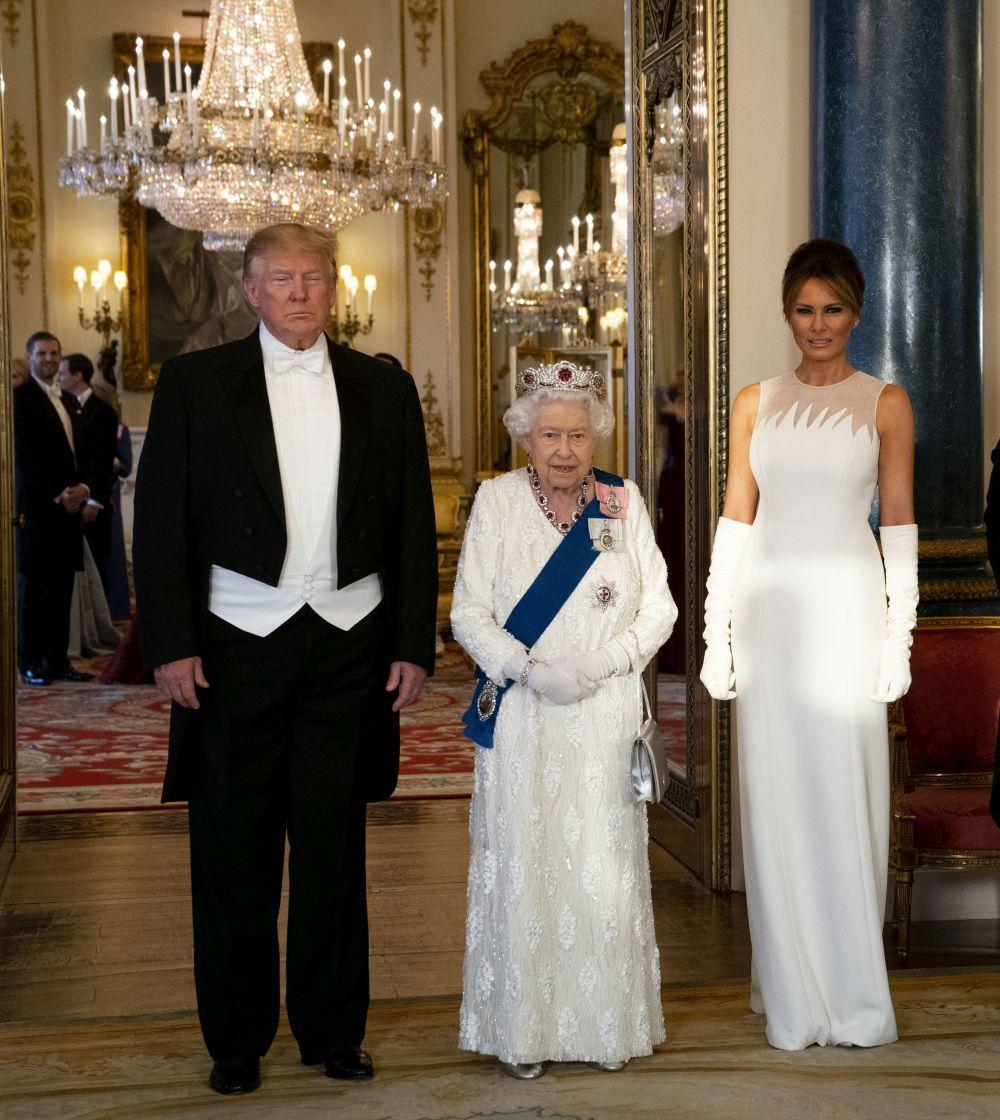 Donald Trump, Isabel II y Melania Trump.