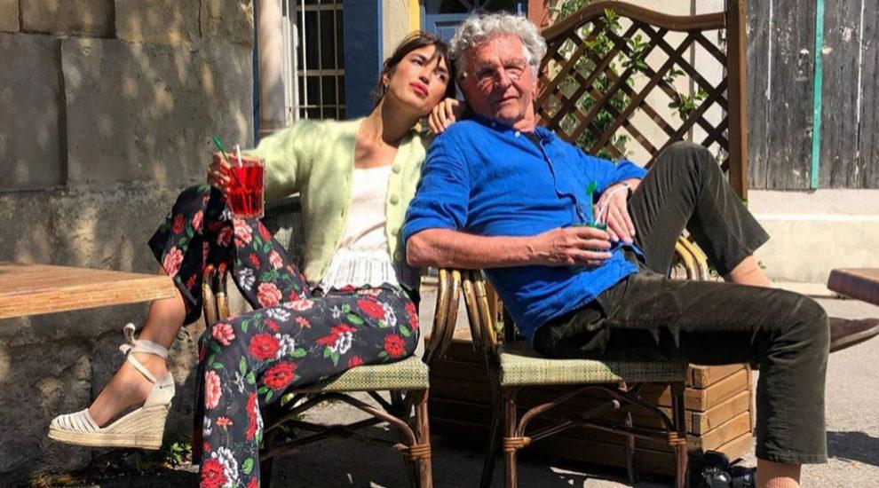 Jeanne Damas con pantalón de flores