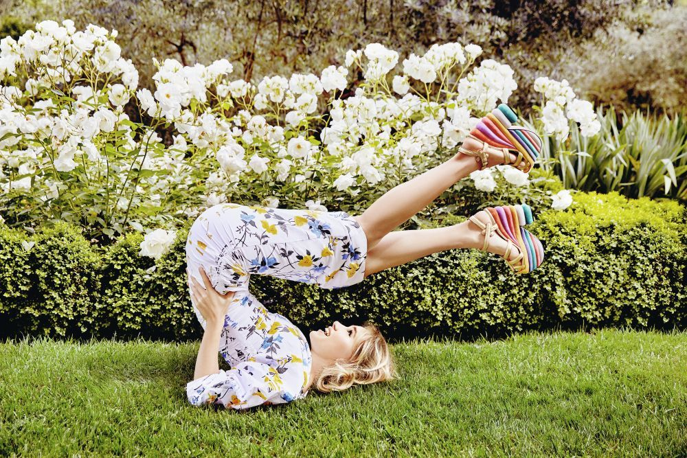 Suki Waterhouse para Amo Ferragamo Flowerful