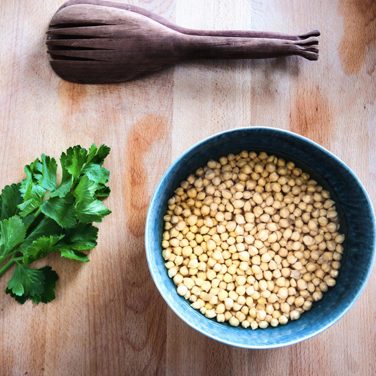 Para hacer hummus casero necesitas garbanzos ecológicos.