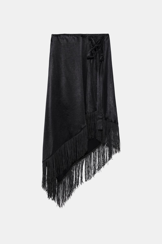 Falda de flecos, de Zara (25,95 euros).