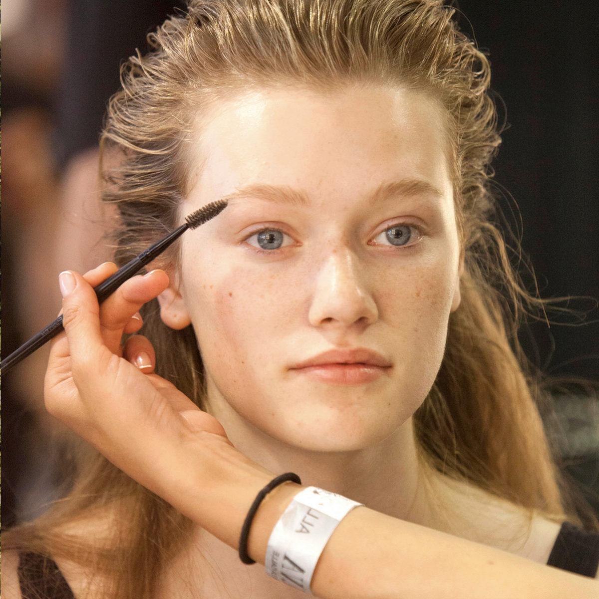 Podemos utilizar maquillaje pero recuperar el pelo perdido en las...