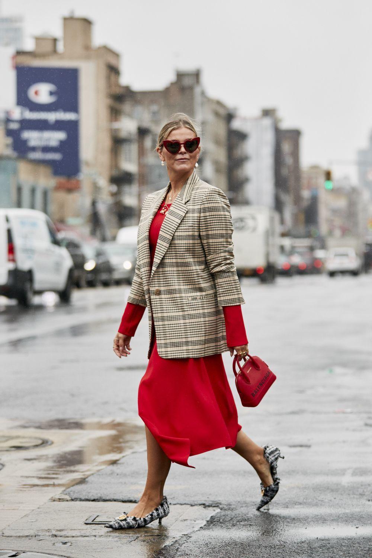 Adapta el rojo a tus looks de oficina.