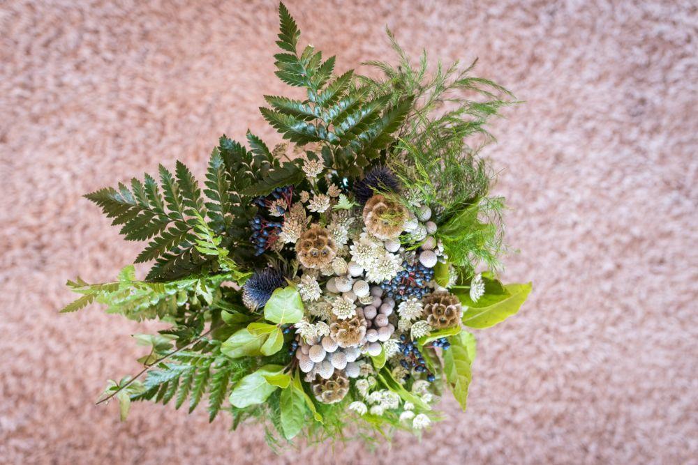 Ramo de brunia, erigyum y escabiosa.