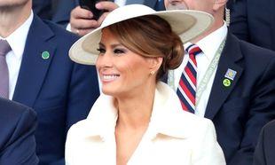 Melania Trump con un elegante tocado en su visita a Reino Unido.