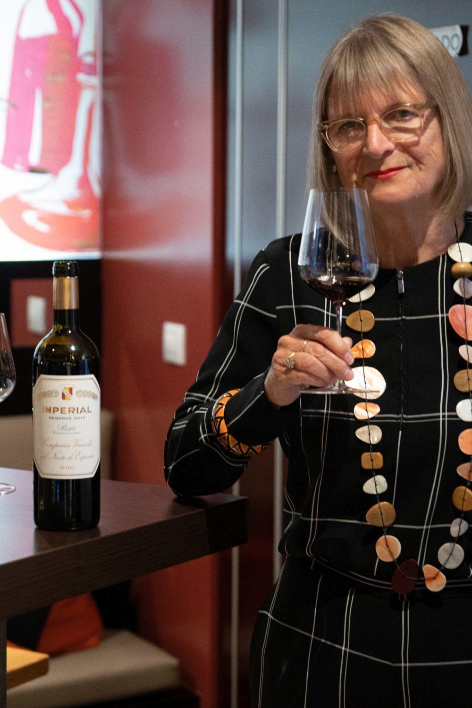 Jancis Robinson, la consejera de vinos de la reina de Inglaterra