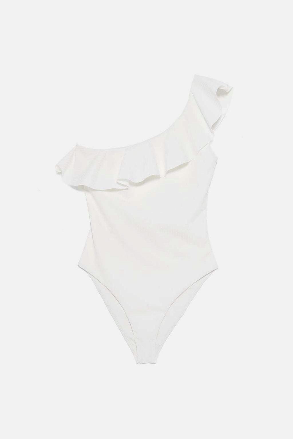 Bañador asimétrico en color blanco de Zara