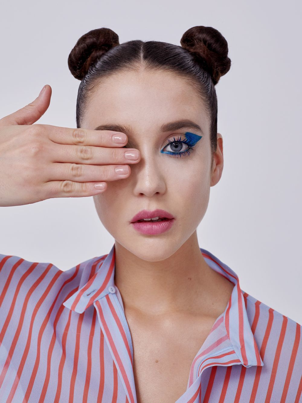 Para la mirada azul zafiro de María Pedraza utilizamos la máscara de...