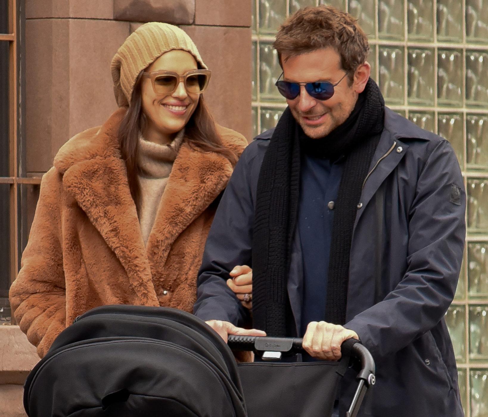 Irina Shayk y Bradley Cooper pasean junto a su hija