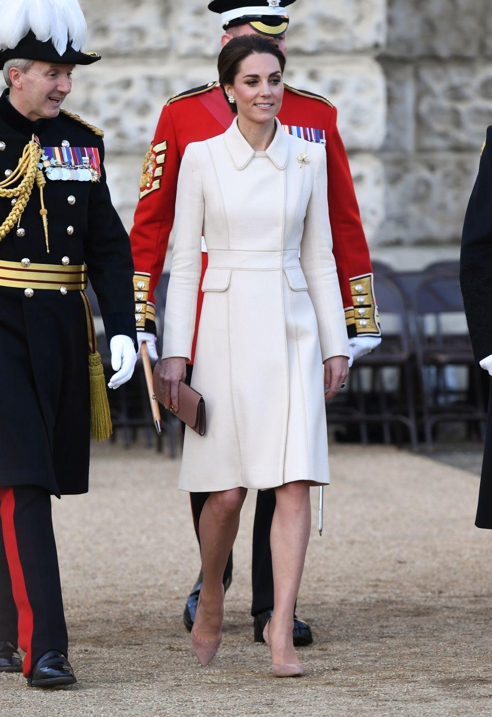 La Duquesa de Cambridge con un abrigo-vestido de Catherine Walker.