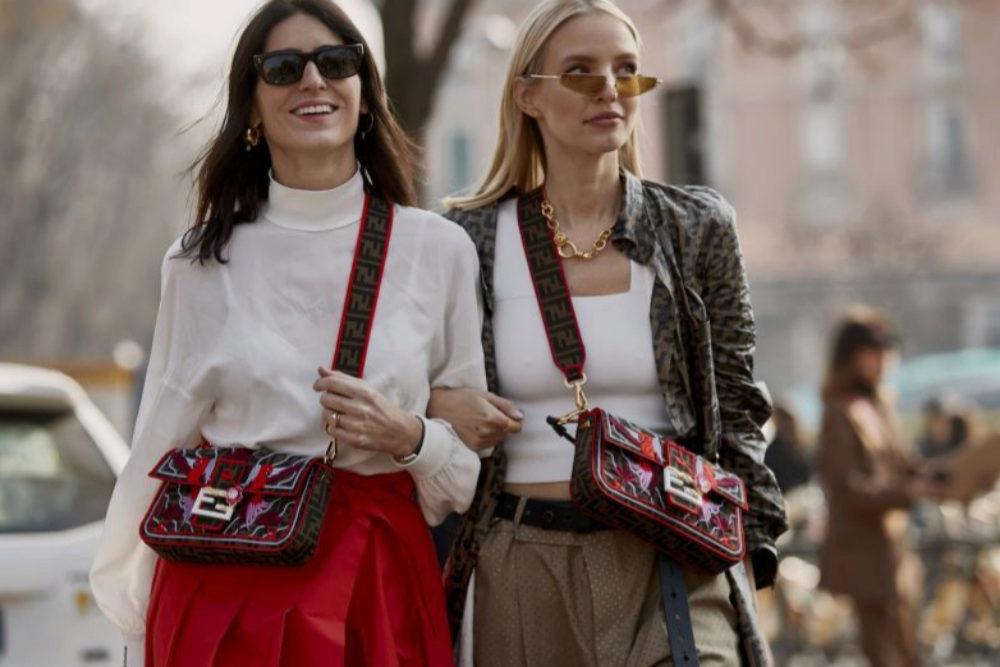 Insiders en la semana de la moda de MIlán con los clásicos bolsos...