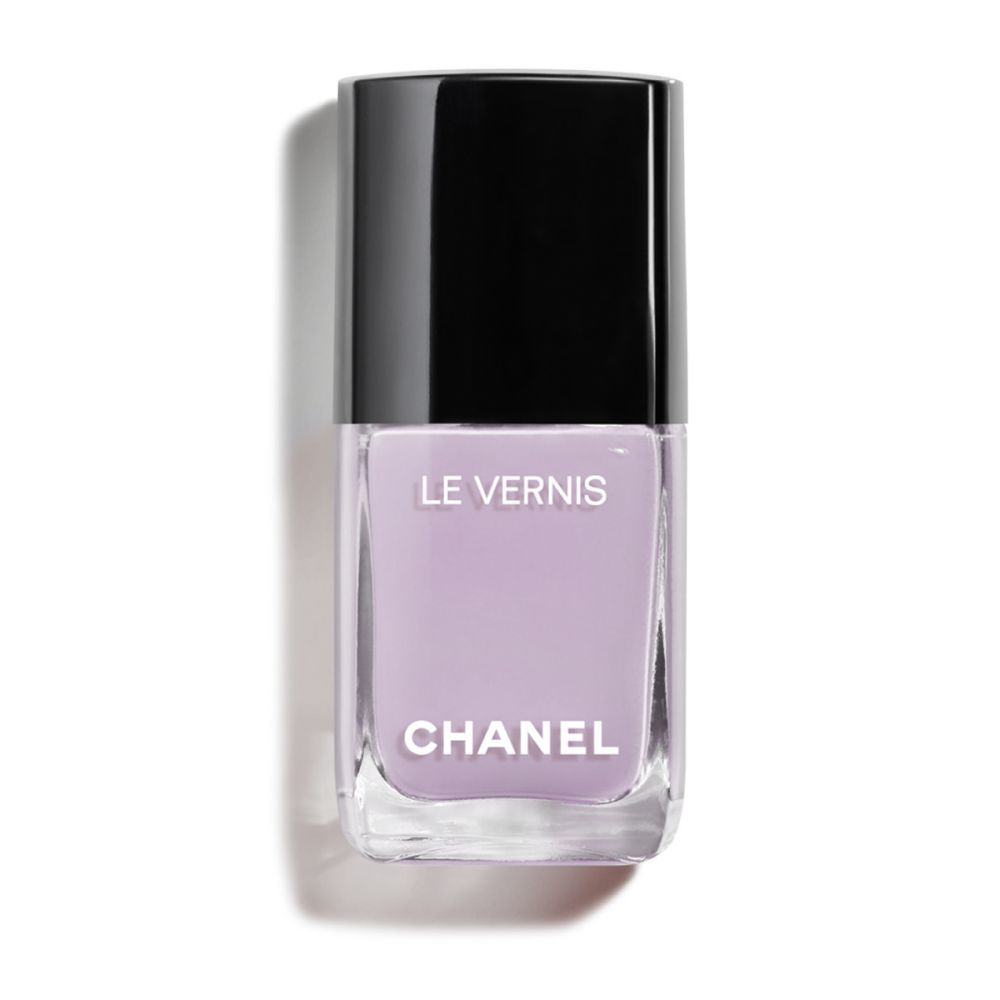 Laca de uñas Purple Ray 709 de Chanel.
