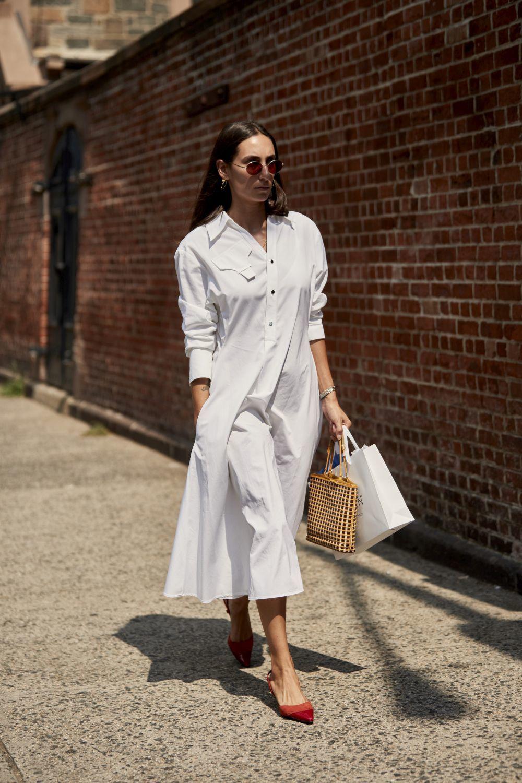 Esta temporada invierte en un vestido blanco.