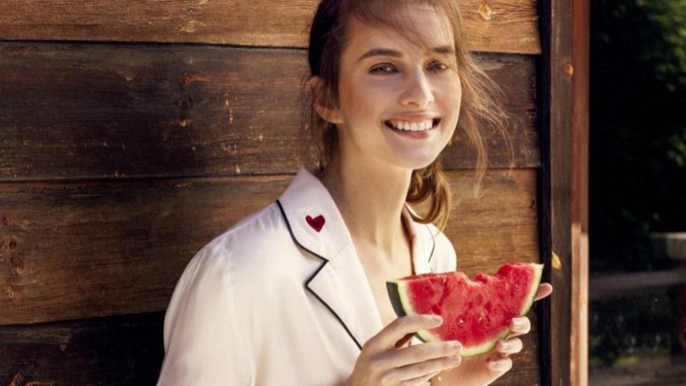 La fruta contiene azúcar y si no gastamos sus calorías se...