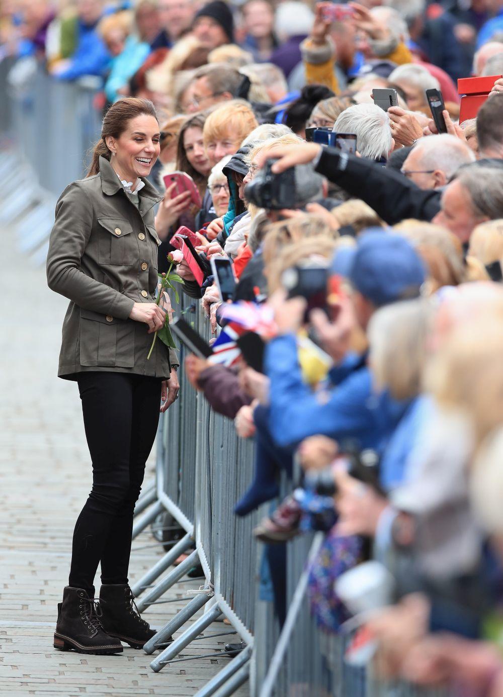 Kate Middleton con un look informal.
