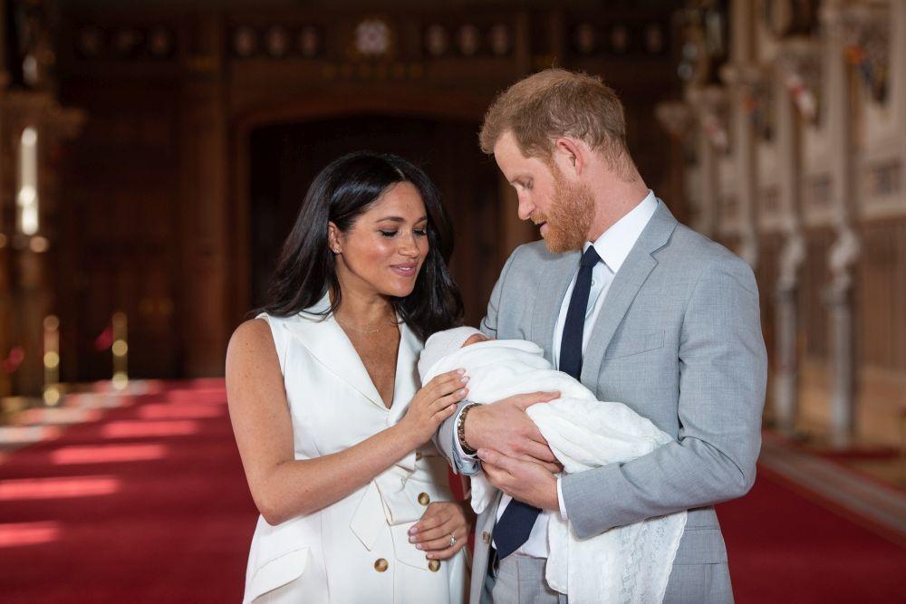 Meghan Markle y el príncipe Harry con su hijo, Archie Harrison.