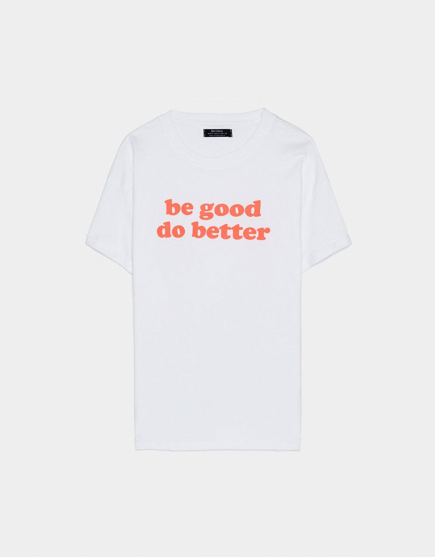 Camiseta con mensaje de Bershka
