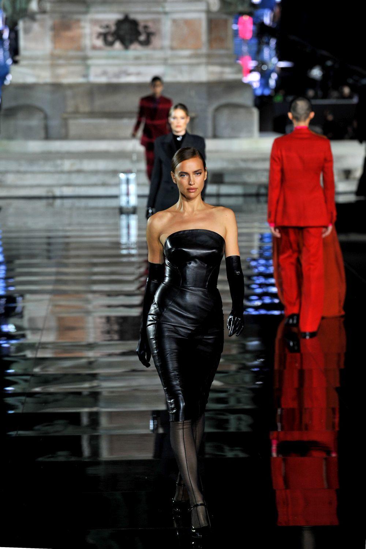 Irina Shayk desfila en Florencia.
