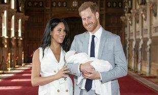 Meghan Markle y el príncipe Harry con su hijo Archie.