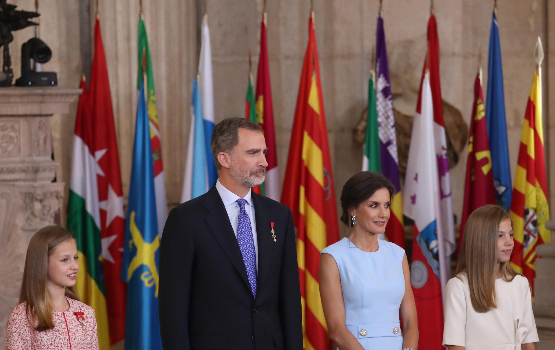 La Princesa Leonor y la Infanta Sofía junto a los reyes