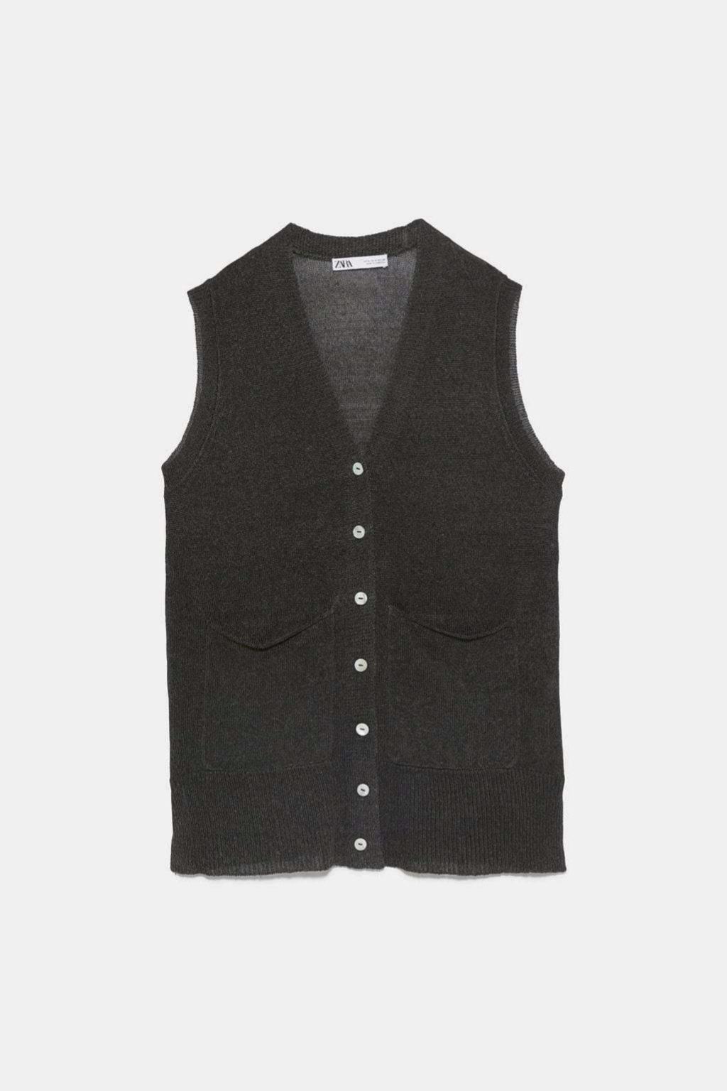 Chaleco de punto en color khaki de Zara