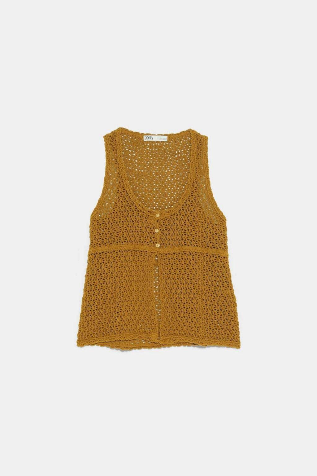 Top de crochet en color oliva de Zara