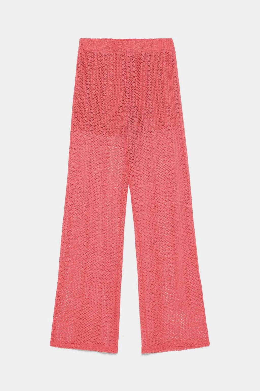 Pantalón calado de punto en color salmón de Zara