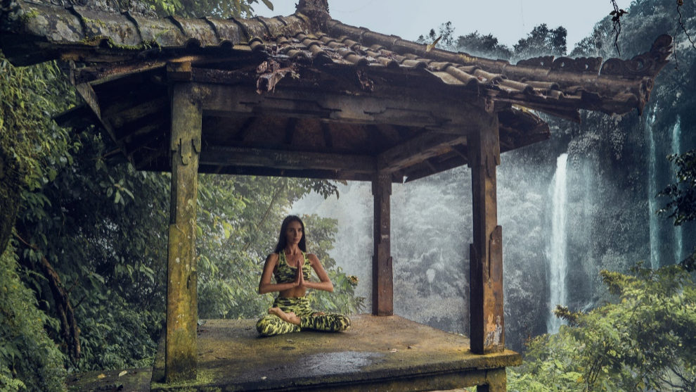 Sesión de yoga en las cascadas Sekumpul