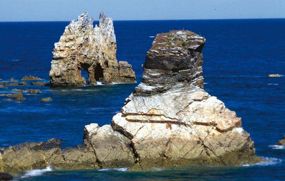 Playa del Portizuelo, con la característica Piedra El Óleo.
