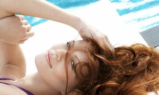 Así es cómo puedes evitar que el cloro estropee tu tinte de pelo y...