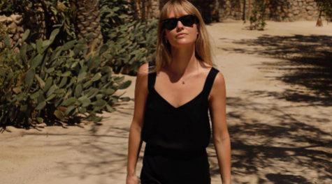 El negro es siempre el tono que mejor tipo hace y Jeanette Madsen lo...
