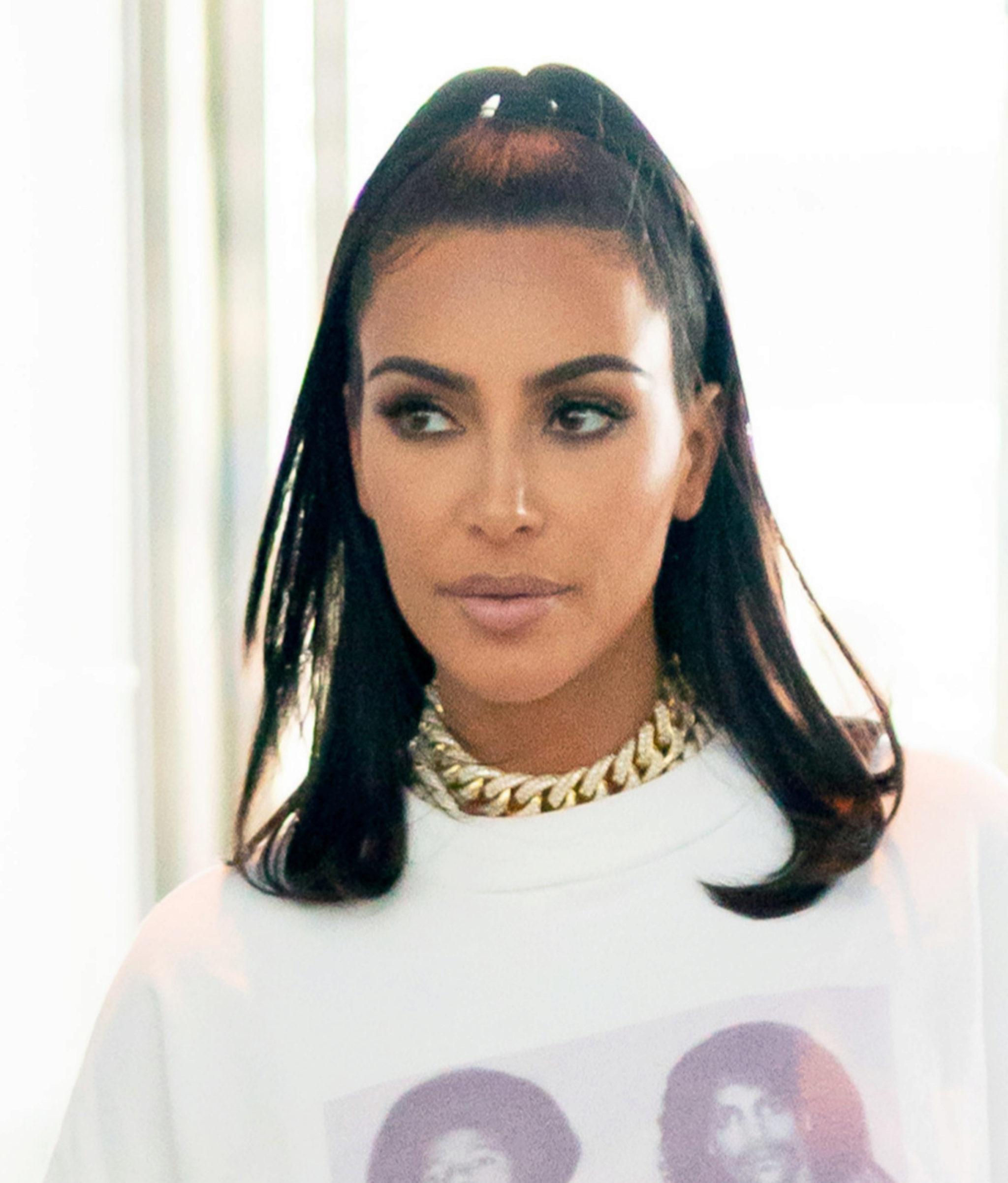Kim Kardashian con su corte long bob.
