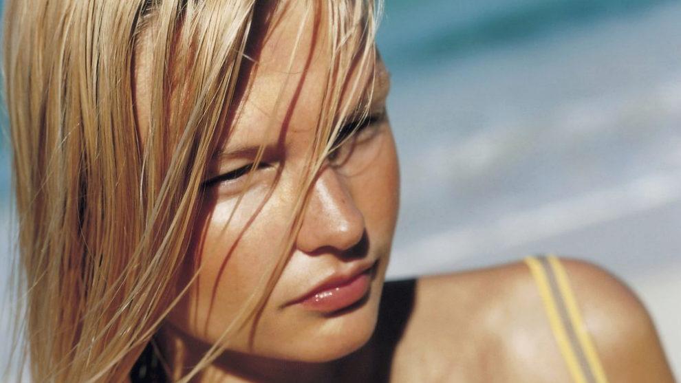Cómo alisar el pelo en verano