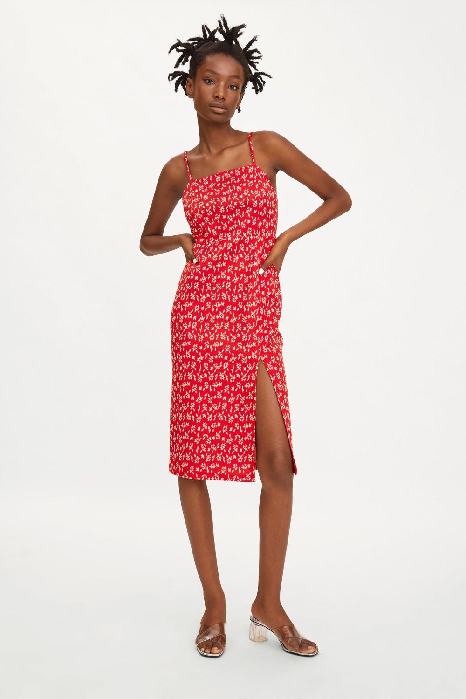 Vestido rojo de Zara.