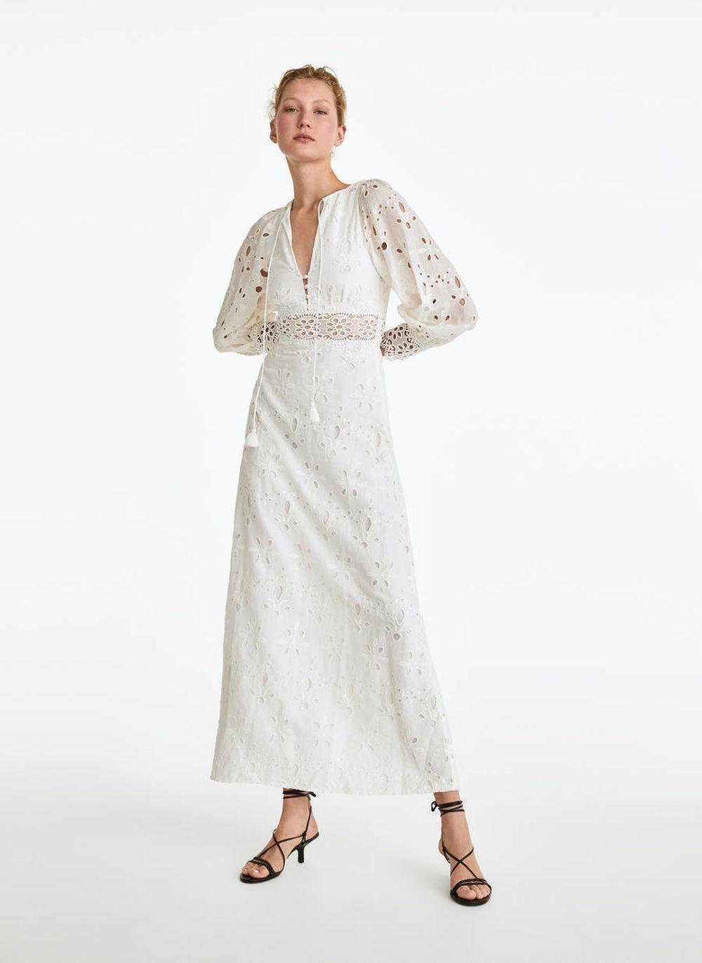 Vestido largo bordado de Uterque.