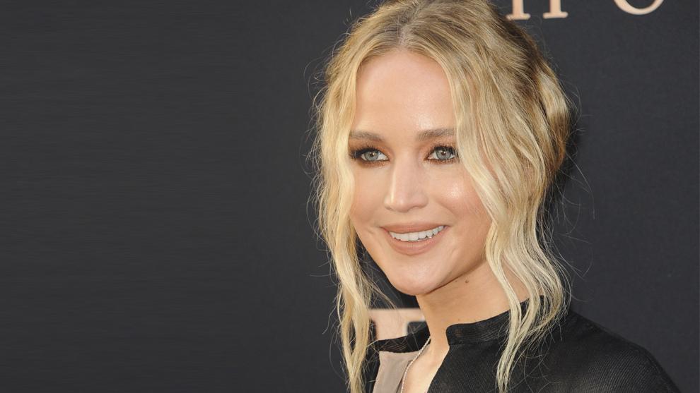 El moño messy rizado de Jennifer Lawrence.