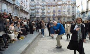 Bill Cunningham a la entrada del desfile de Chanel en el Grand Palais...