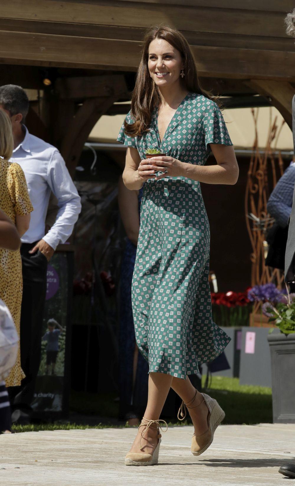 La Duquesa de Cambridge vuelve a lucir unas alpargatas de Castañer.