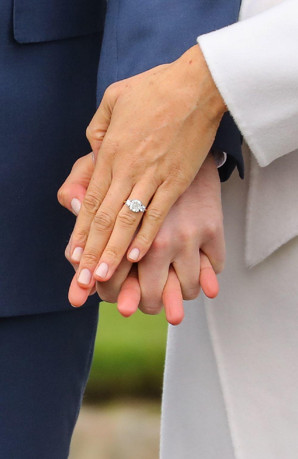 Meghan Markle es fiel a su laca de uñas nude en tonos rosas que...