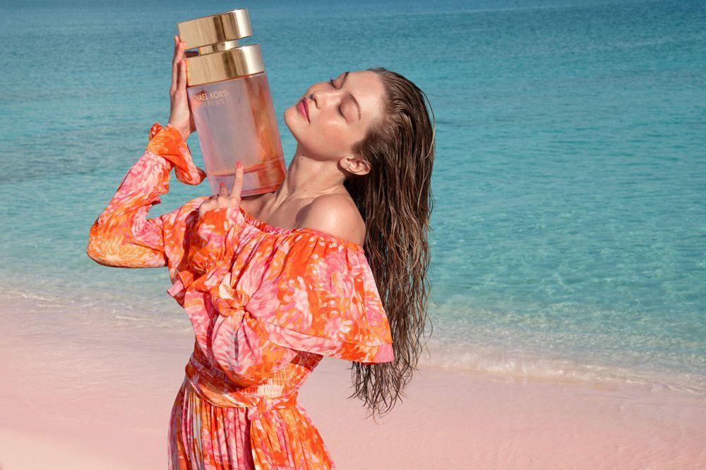 La campaña de Michael Kors Wonderlust está protagonizada por Gigi Hadid.