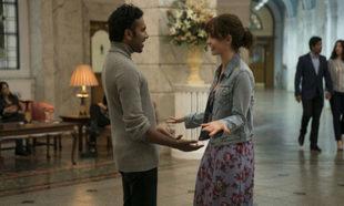Himesh Patel y Lily James en una de las escenas de Yesterday, la...