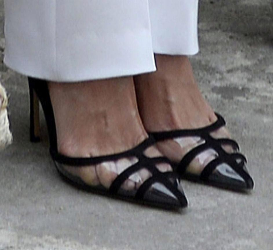 Los zapatos transparentes de la reina Letizia.