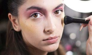 La modelo Lucía Rivera con el espectacular maquillaje del desfile de...