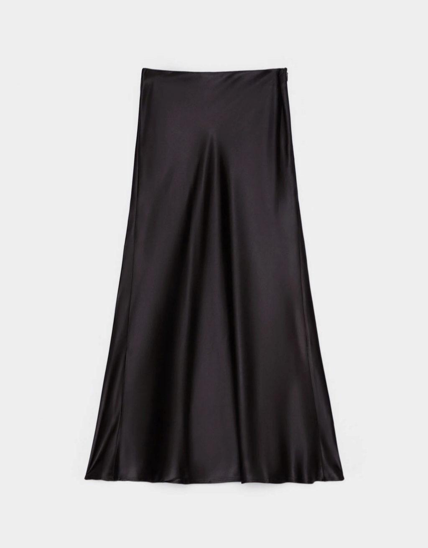 Falda midi satinada de Bershka