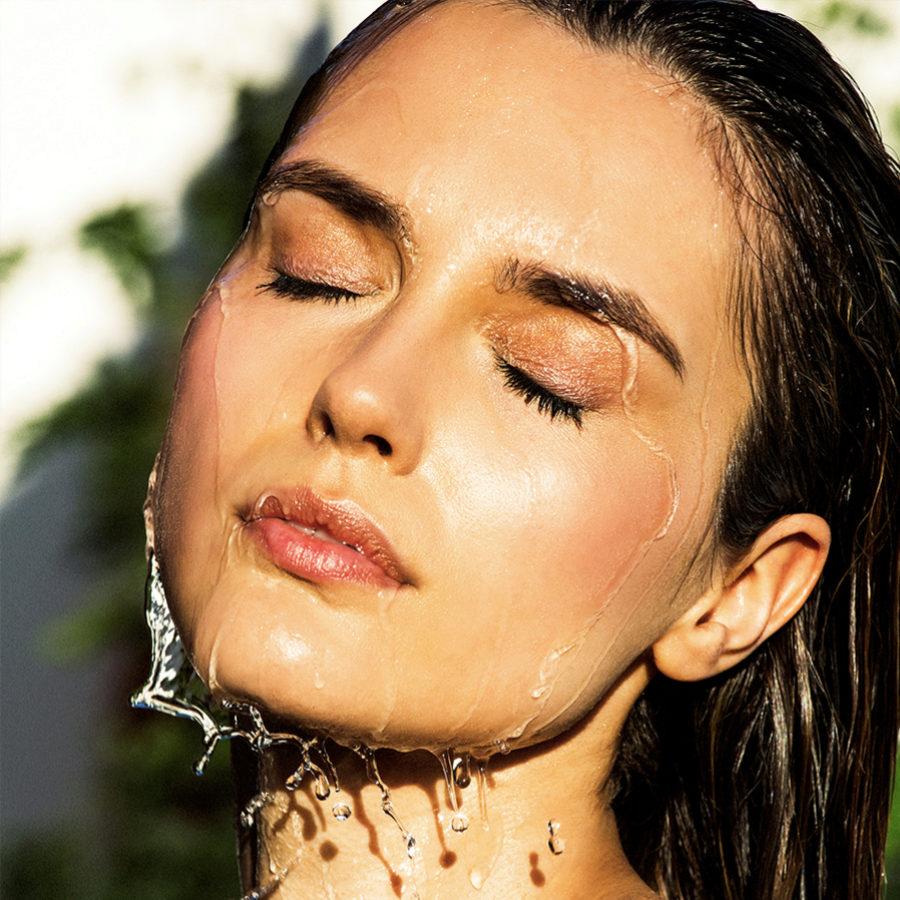 Una buena hidratación es esencial para mejorar la salud del rostro.