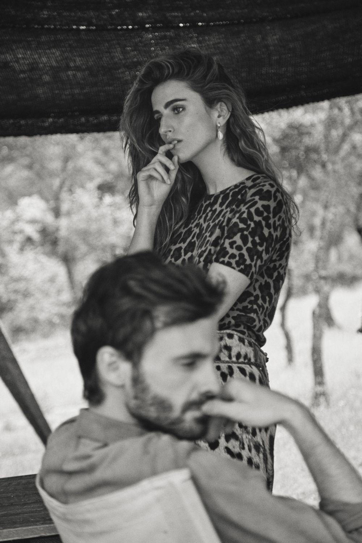 Alejandra Domínguez con jersey de leopardo, Guess Jeans y zahones...