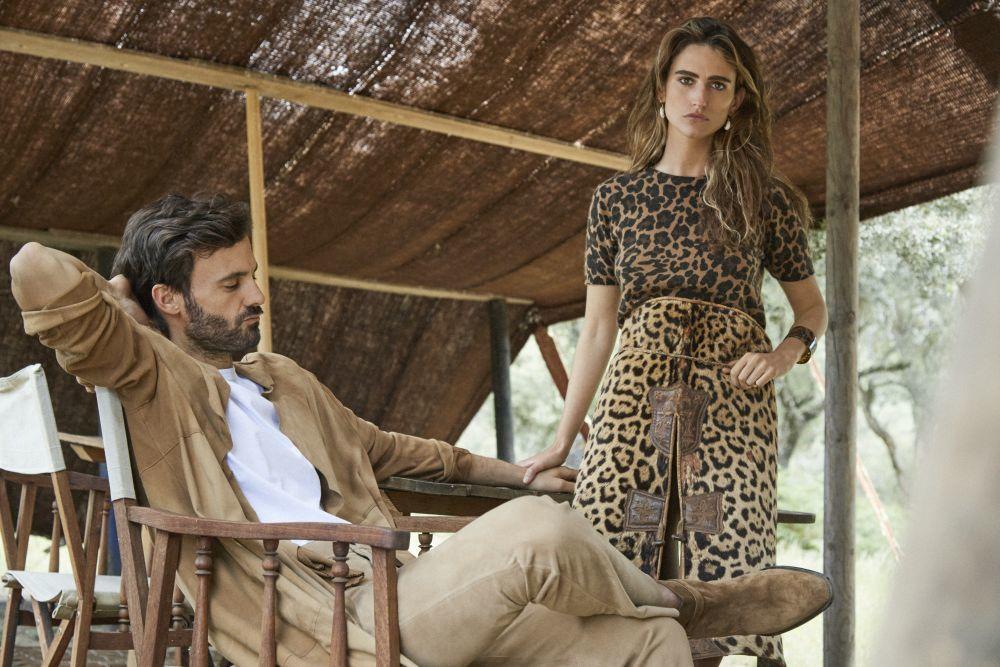 Alejandra Domínguez con jersey de leopardo, Guess jeans, zahones...