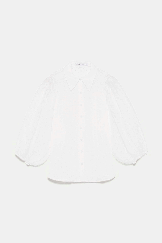 Blusa transparente con volumen y organza de Zara
