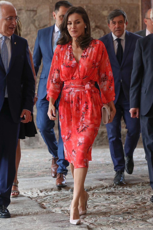 Doña Letizia rescata el vestido floral que estrenó con Begoña...